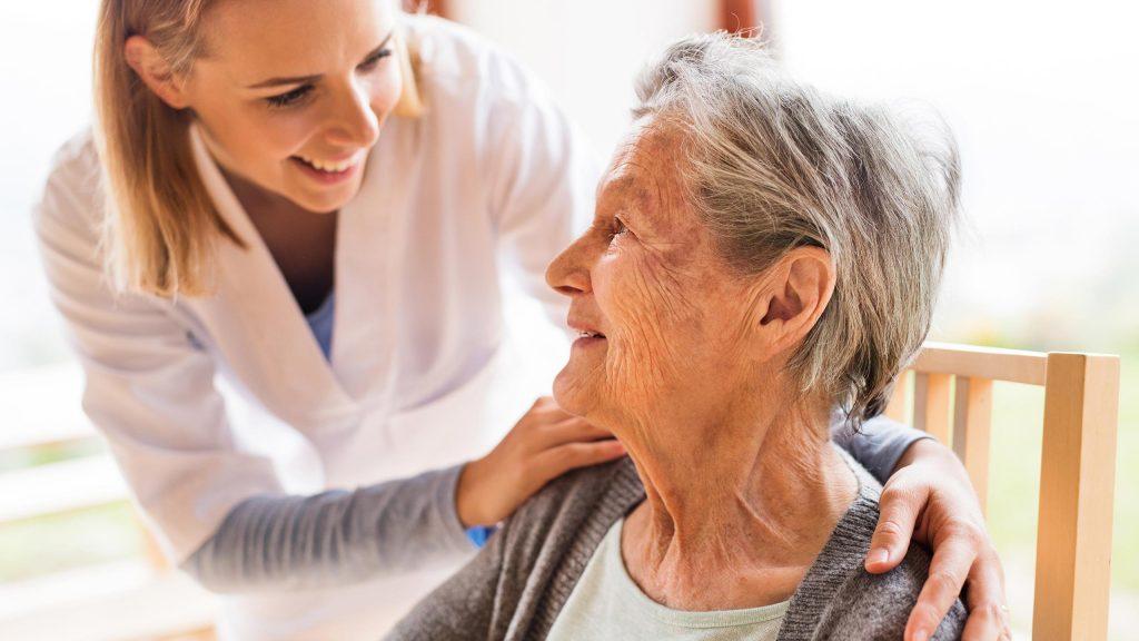 buen cuidador ancianos